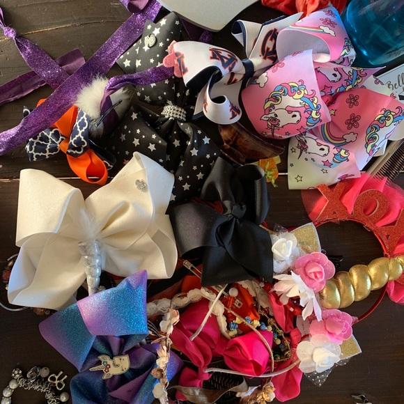 Bundle of hair bows